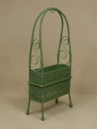 Classic Arbor Plant Stand in Fern Green