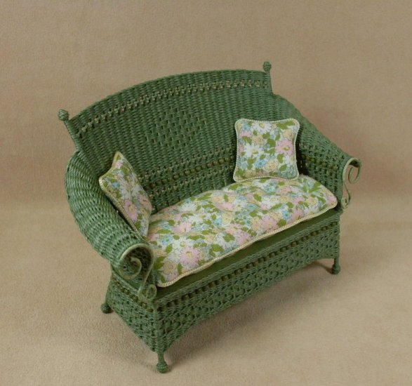 Molly's Settee in Fern Green - Click Image to Close