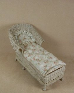 Classic Round Back Chaise in Whitewashed