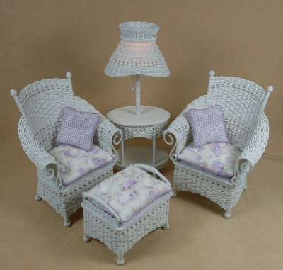 Molly's Porch Chair in White - Click Image to Close